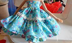 给自己心爱的娃娃做一套吊带连衣裙洋装