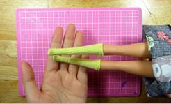 DIY娃衣制作,自己动手给娃娃制作一双迷你袜子
