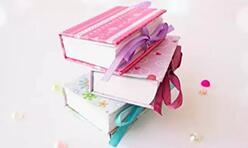 给可儿娃娃做专属她的笔记本,还能做吊饰哦!