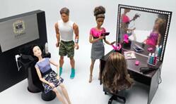 给芭比娃娃做整套美发店家具,芭比娃娃开美发店啦,欢迎光临。