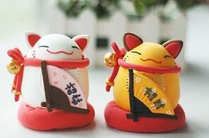 (迷你装饰物品)粘土捏出来的迷你日式招财猫玩偶做法