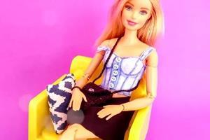 给芭比娃娃做一条迷你小短裙,是不是很性感呢~