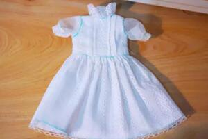 (6分娃衣教程)给可儿娃娃做一个漂亮的迷你小白裙。