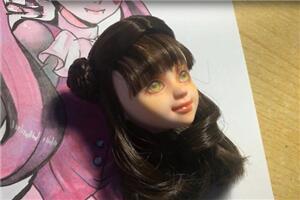 可儿娃娃改妆教程,彩铅和色粉配合画可儿微笑脸型妆面
