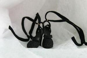 [原创]黑色羊皮绑带娃鞋,非常的好看,适合芭比,BJD,可儿等娃娃