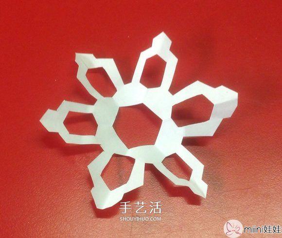 两种简单、漂亮又逼真纸雪花的剪法图解