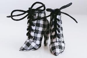 给自己心爱的玩偶娃娃做一个格子短靴教程