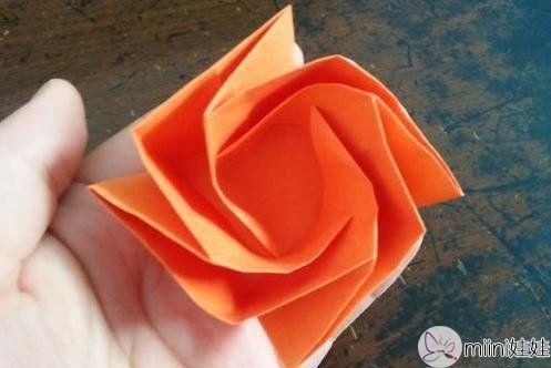 玫瑰花盒子的折纸步骤教程
