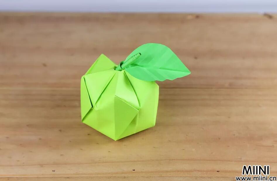 圣诞立体苹果折纸教程,苹果折纸怎么折