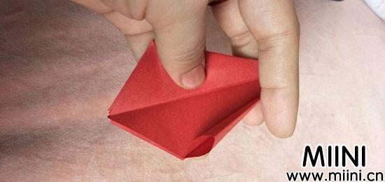 百合花折纸 第4步