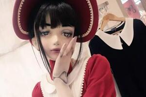 她把自己活成了真人bjd娃娃,走在街上简直诡异,这样你会喜欢吗