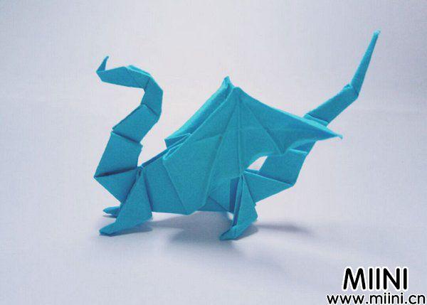 用折纸,折一个西方飞龙,教程非常的详细