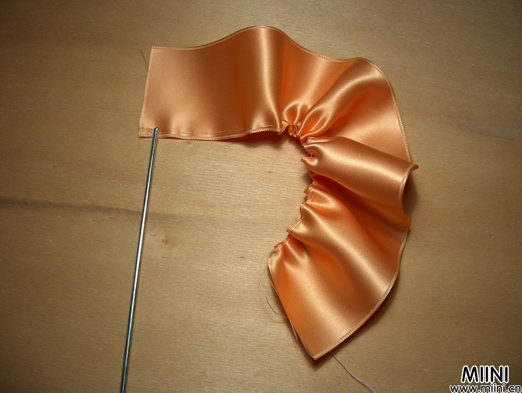毛教你用丝带制作玫瑰花的方法