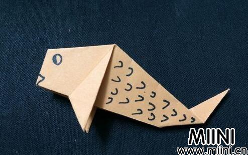 儿童折纸简单鲤鱼步骤教程