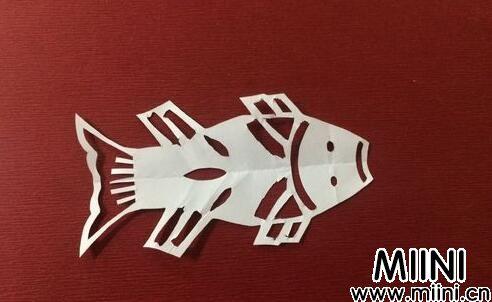 鲤鱼的剪纸01.jpg