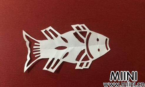 鲤鱼的剪纸09.jpg