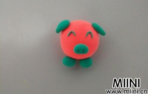 儿童粘土手工做小猪冰箱贴教程