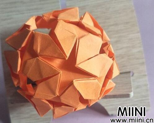 爱心花球<a href=http://www.miini.cn/search-0-497.html target=_blank class=infotextkey>折纸</a>01.jpg