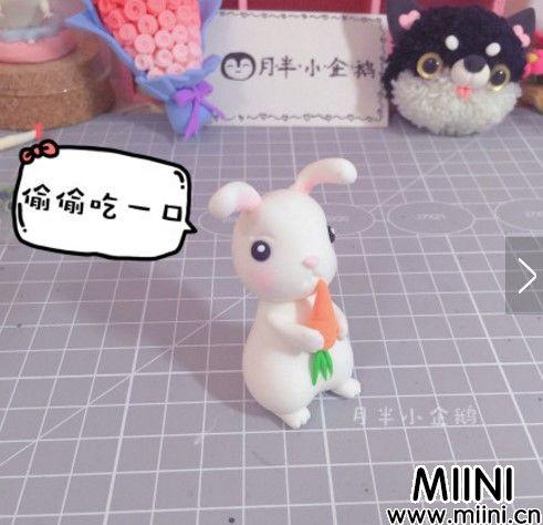 正在吃胡萝卜的粘土小白兔步骤教程