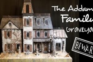 给亚当斯一家娃娃屋装饰墓地院子墙壁