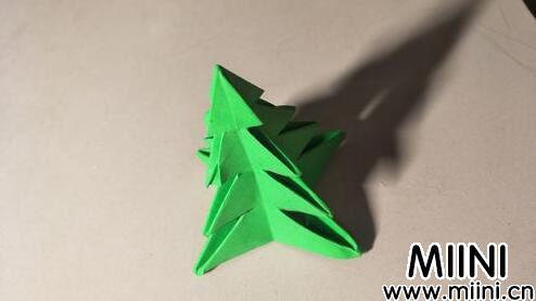 儿童手工绿松树折纸图解教程