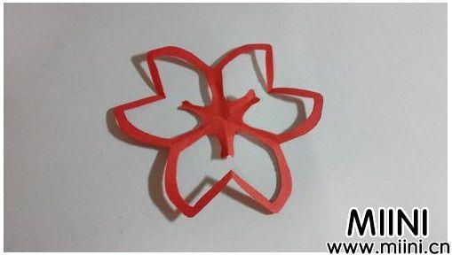 儿童简易剪纸小花朵的制作步骤