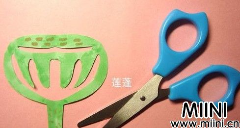 儿童手工,绿色的莲蓬剪纸步骤教程