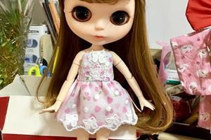 给blythe小布娃娃做一个小草莓裙子
