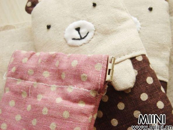 可爱的小熊弹片口金手机袋步骤图解