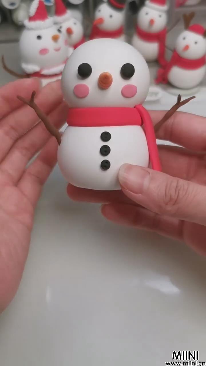 可爱的粘土小雪人制作步骤教程