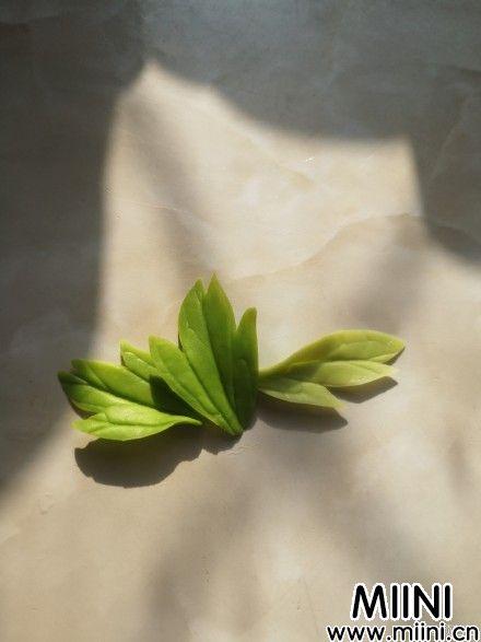 用树脂粘土制作蔷薇发卡的步骤