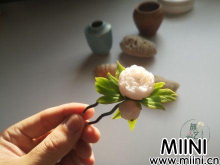 用超轻粘土制作一个蔷薇发卡的步骤图解