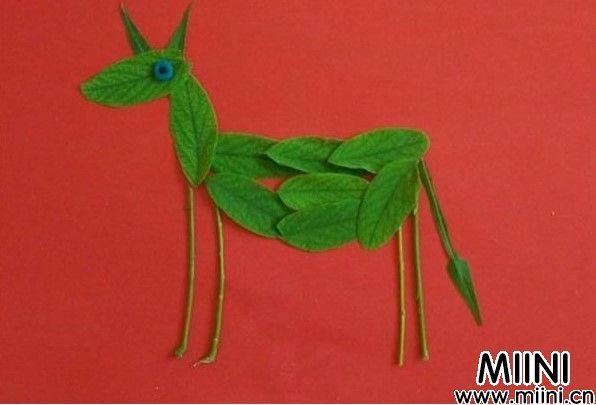 小毛驴树叶贴画制作步骤教程