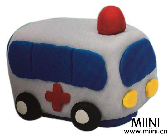 用粘土制作一辆卡通版的救护车