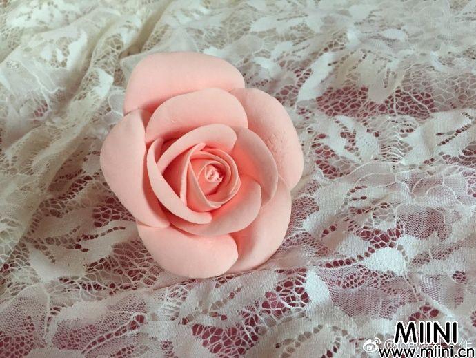 粉色的粘土玫瑰花做法分享