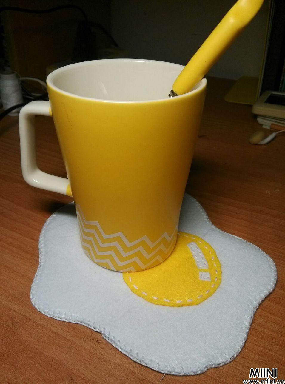 手工布艺DIY可爱荷包蛋小杯垫的做法
