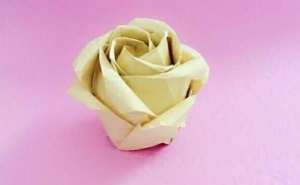 一朵黄色十二花瓣的玫瑰花折纸教程