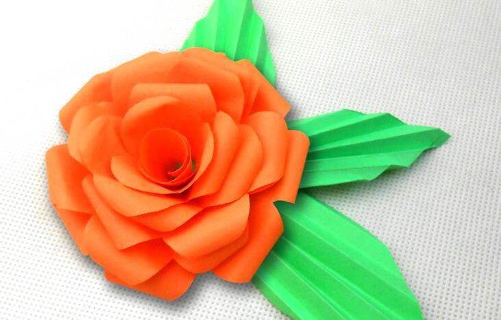 漂亮的装饰纸花朵的折纸教程