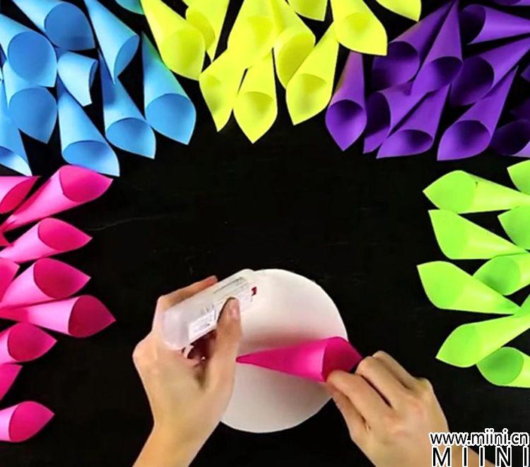 圣诞节礼物折纸大花环墙挂的制作方法