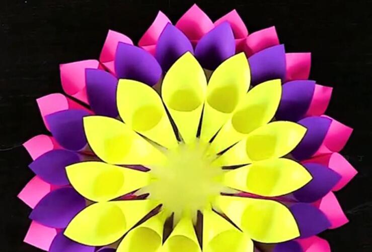 礼物折纸大花环墙挂的制作方法