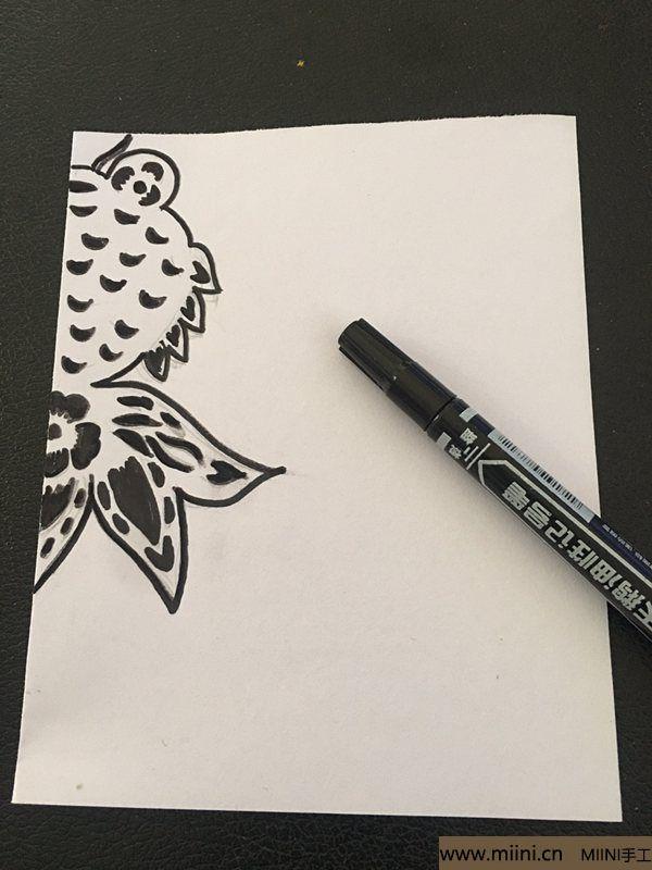 单色剪纸教程 美丽的小金鱼 第2步