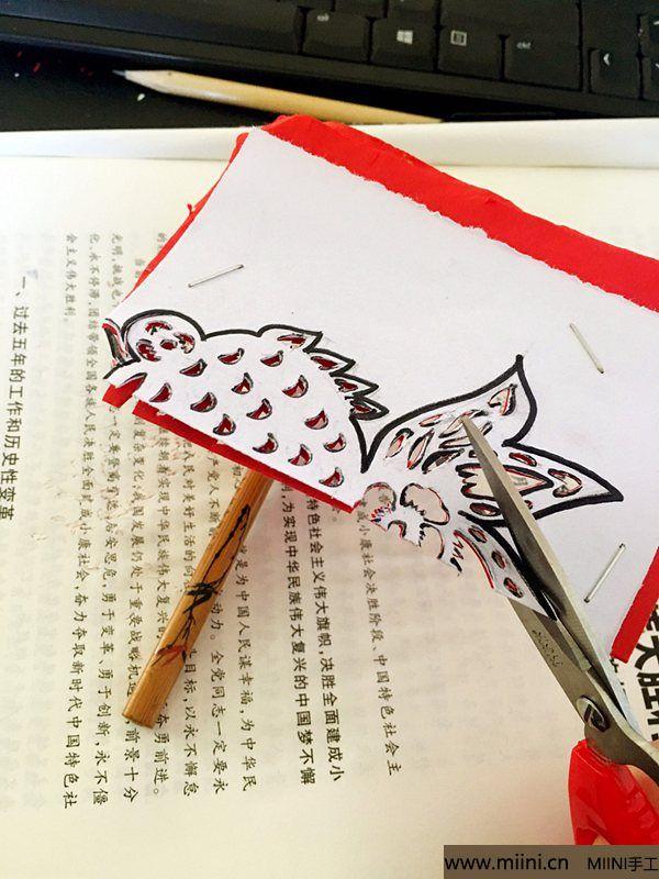 单色剪纸教程 美丽的小金鱼 第5步
