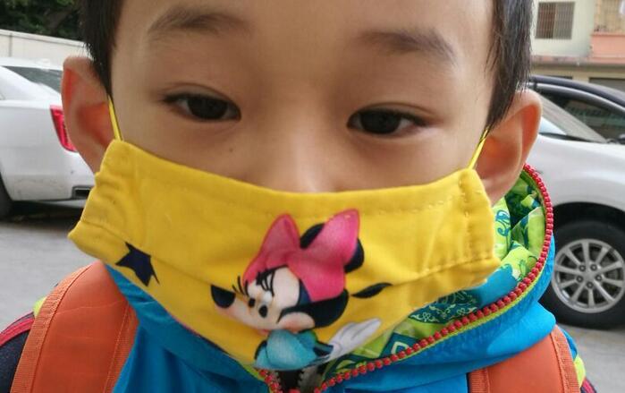 给孩子做个卡通口罩,防止冠状病毒入侵