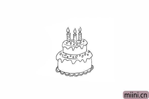 9.用圆圈点缀一下蛋糕的顶部。
