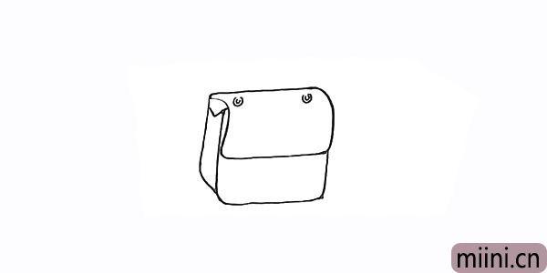 4.在顶部画上两个圆形的小孔用来连接包带。