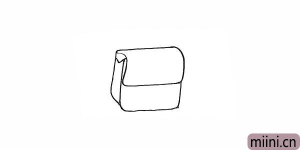 3.用曲线勾勒出包体的正面轮廓。