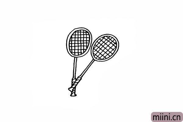7.用同样的方法画出第二个羽毛球拍。
