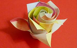 一朵超美的折纸七彩玫瑰,美得很别致