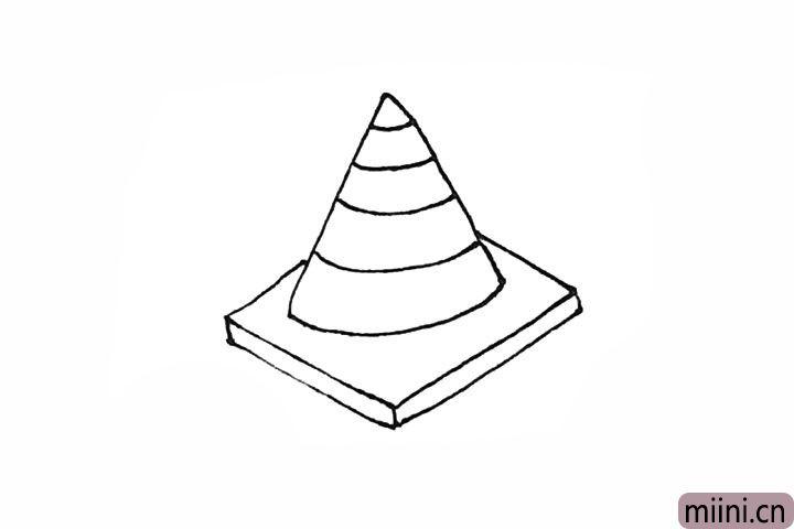 4.接着在三角形里面,画上一条条的弧线作为路障的纹样。