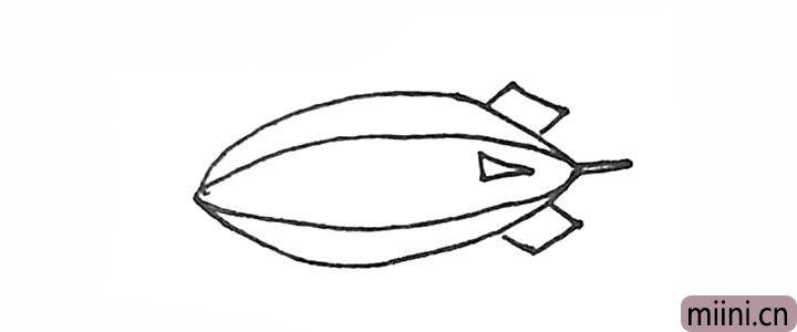 3.然后在里面和后面先画上小三角,再画上两个斜的方形。